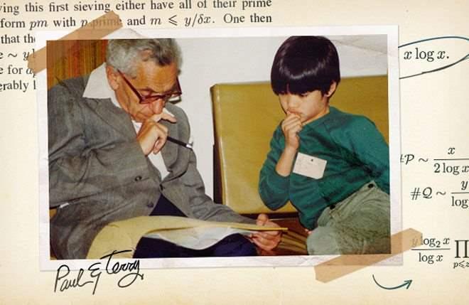 Paul Erdős, αριστερά, μαζί με τον Terence Tao, ο οποίος ανήκει σήμερα στους μαθηματικούς που έκαναν τη σπουδαία μαθηματική ανακάλυψη.
