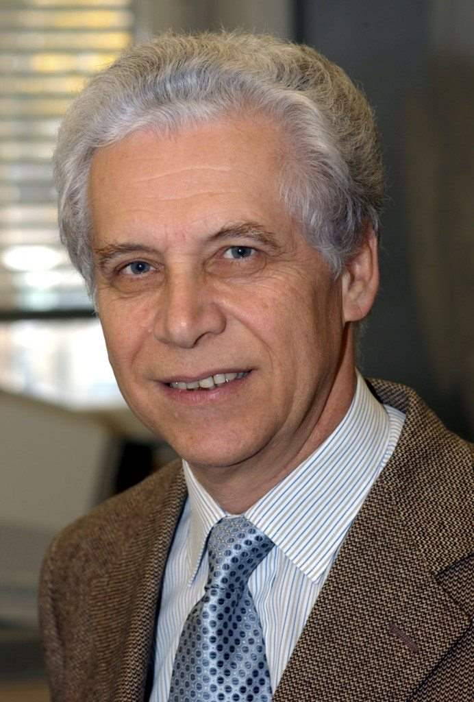 Gabriele Veneziano –Θεωρητικός Φυσικός. Καθηγητής, Έδρα Στοιχειωδών Σωματιδίων, Βαρύτητας και Κοσμολογίας, College de France